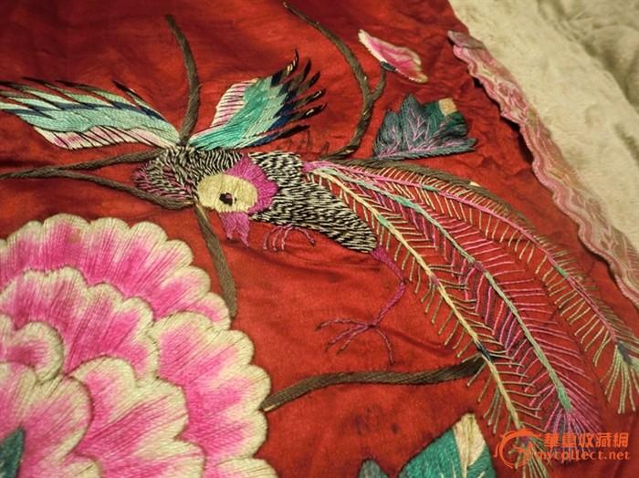 一件清代的凤穿牡丹老刺绣图片