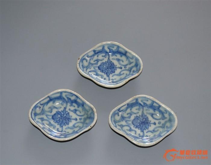 清中期青花缠枝花纹海棠碟三个
