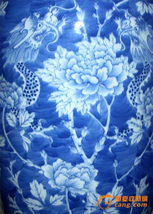 嘉庆:青花冰梅地留白牡丹龙纹灯笼瓶