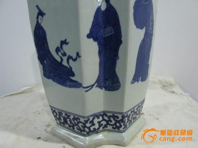 青花人物六角花瓶