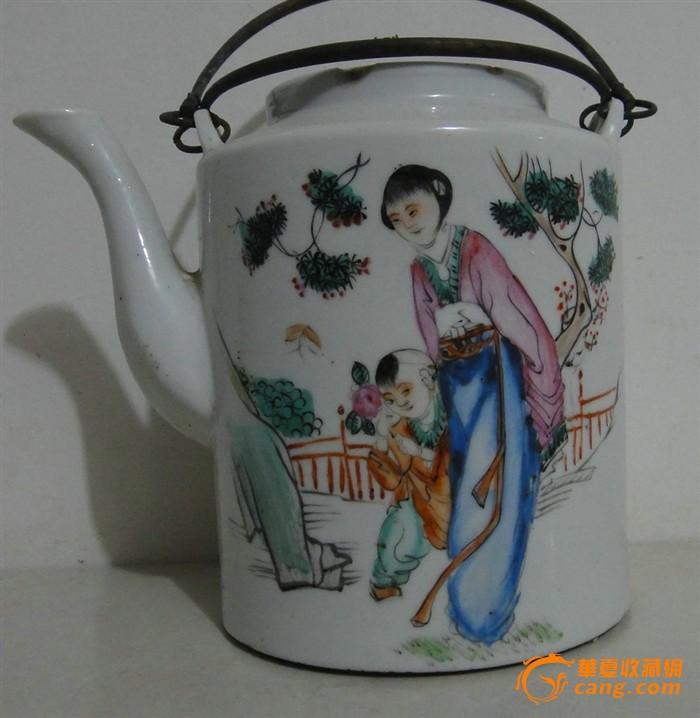 漂亮的粉彩人物提梁茶壶