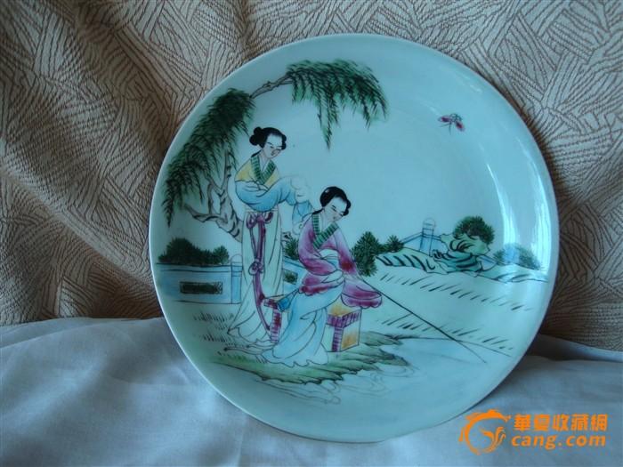 画工非常漂亮的盘子
