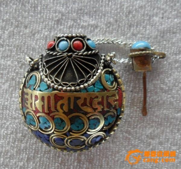 西藏民族收藏品尼泊尔纯手工黄铜镶嵌彩石鼻烟壶
