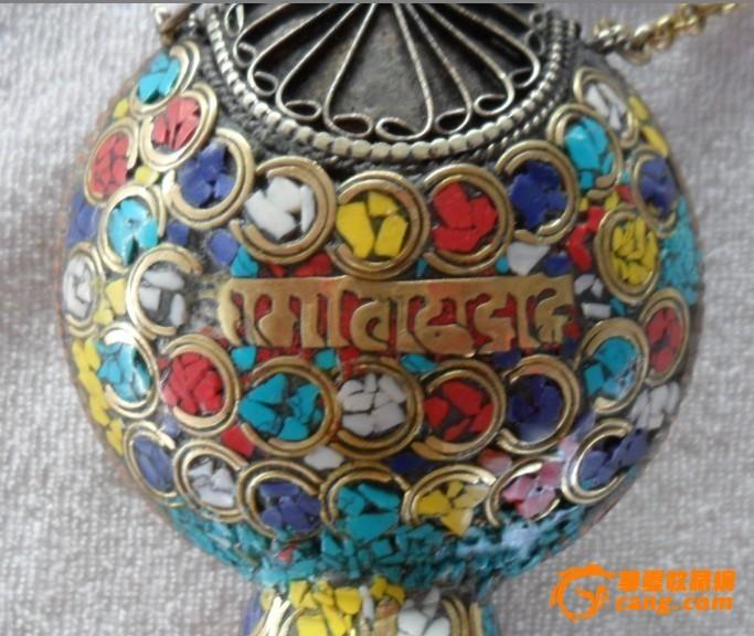 西藏民族收藏品尼泊尔纯手工黄铜镶嵌绿松石鼻烟壶