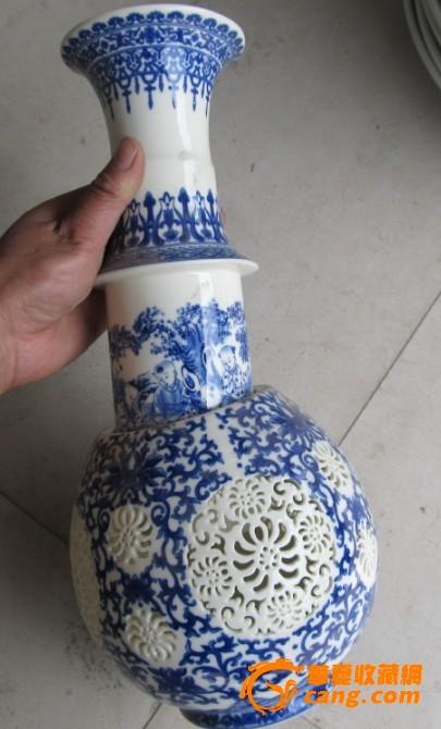 青花瓷镂空花瓶一个