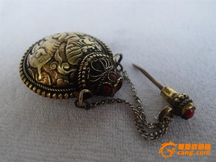 西藏民族收藏品黄铜鼻烟壶