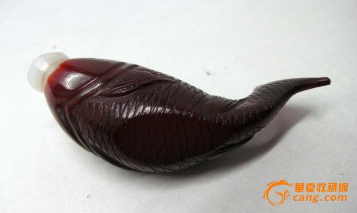 清代 红琉璃鱼形鼻烟壶图片
