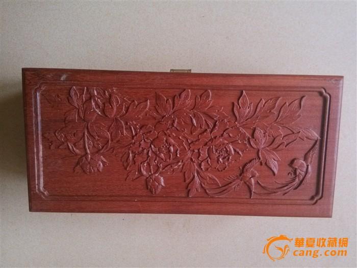 花梨木雕刻牡丹花盒子