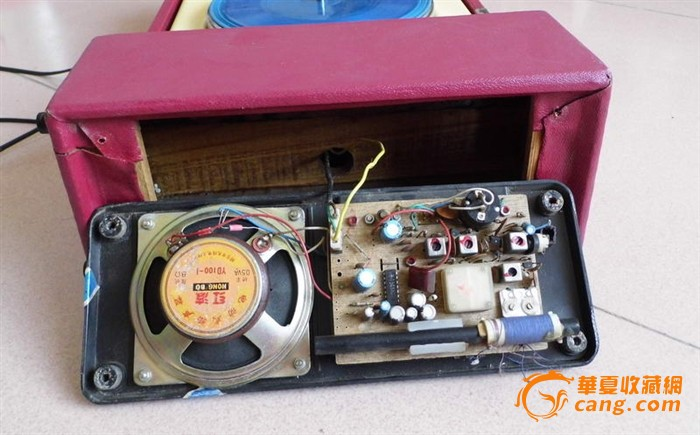 漂亮的鸳鸯电唱机,自带功放,电机运转平稳,放唱声音好
