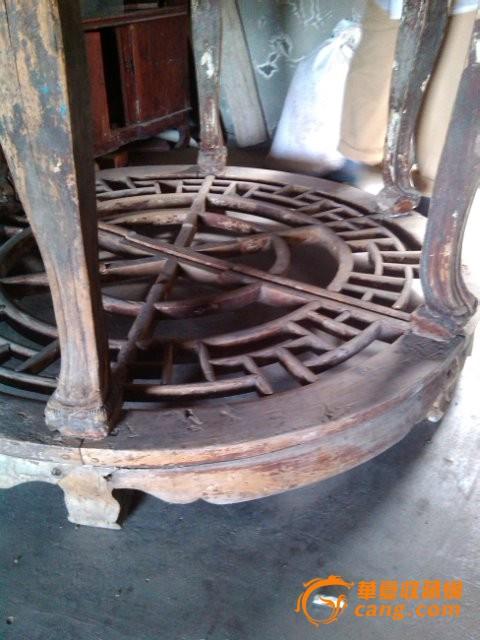 木雕回纹带托泥虎爪双半圆.圆桌