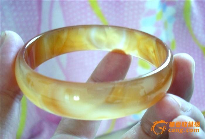 玛瑙玉髓精品手镯 橘黄 内有冰片状花纹 很漂亮