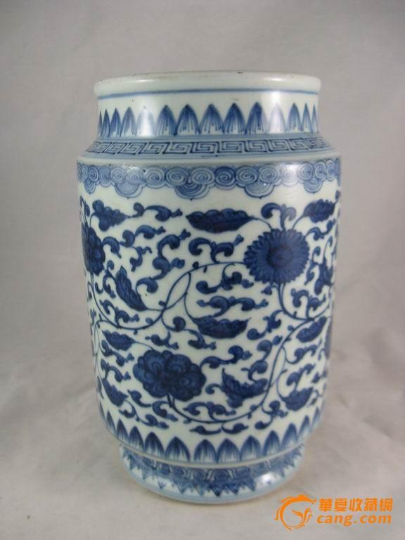 青花缠枝花纹筒瓶