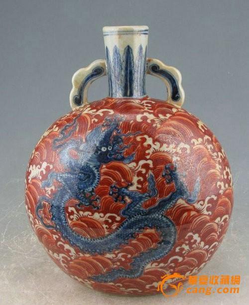 明宣德矾红海水青花龙纹扁瓶图1