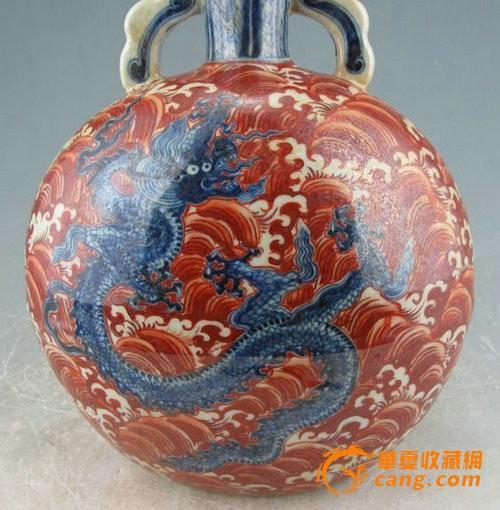 明宣德矾红海水青花龙纹扁瓶图2