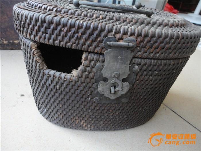 用藤编织的有精美铜饰的古代保温设备_用纯棉女士v设备藤编热裤图片