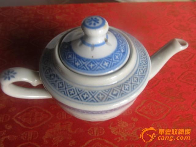 70年代景德镇出厂的青花玲珑瓷茶壶10个