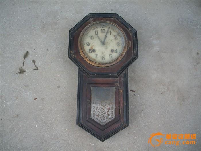 造型精美的古老钟