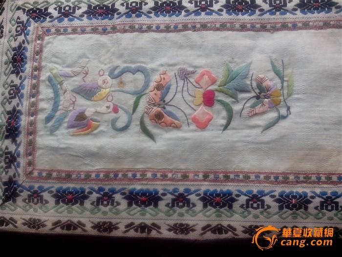 青地老绣片(绣的小动物蝴蝶鹿猴子鸟很细致)