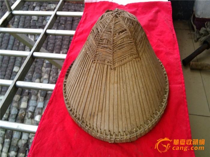 竹子编织的清代士兵的尖顶帽