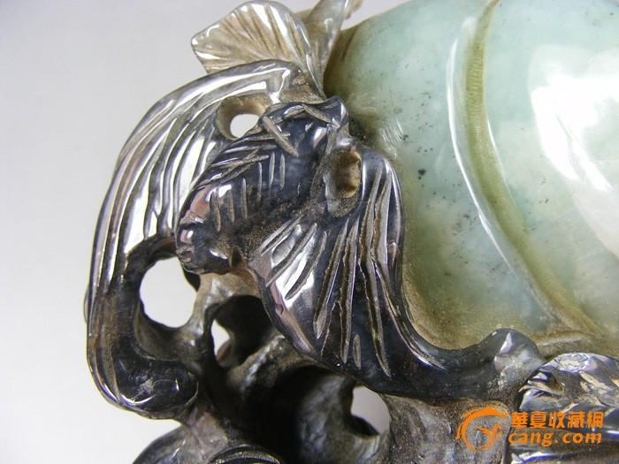 明代和田青白玉带黑沁立体圆雕蝙蝠子母寿桃大摆件图5