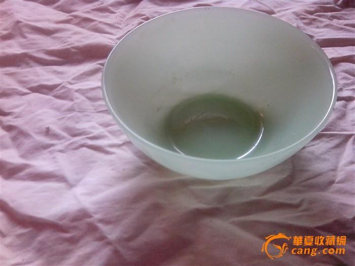 刚收来的一个大绿玻璃碗图1