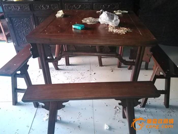 花梨木方桌板凳一套图片