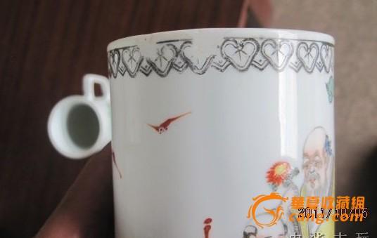 民国时期手绘粉彩人物或山水纹的杯子2个