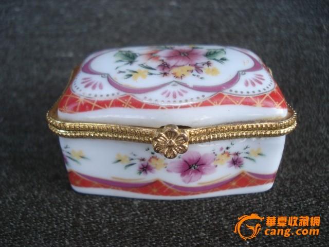 粉彩小瓷盒图1
