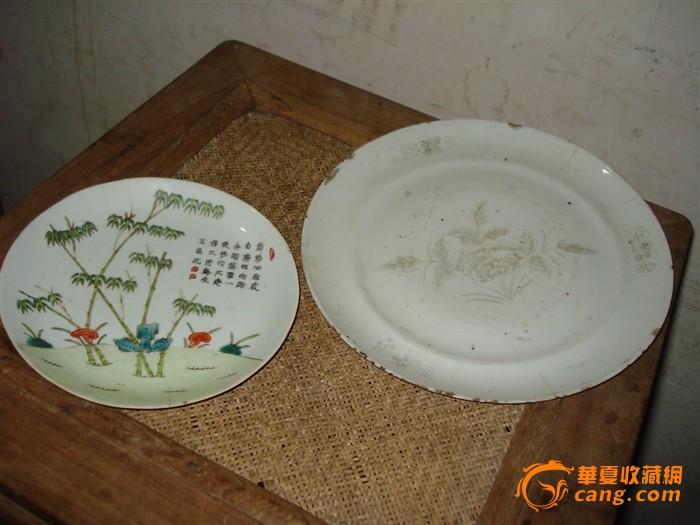 2只漂亮的盘子图1高清图片
