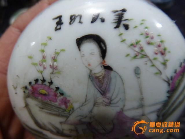 民国粉彩桃花仕女纹胭脂盒