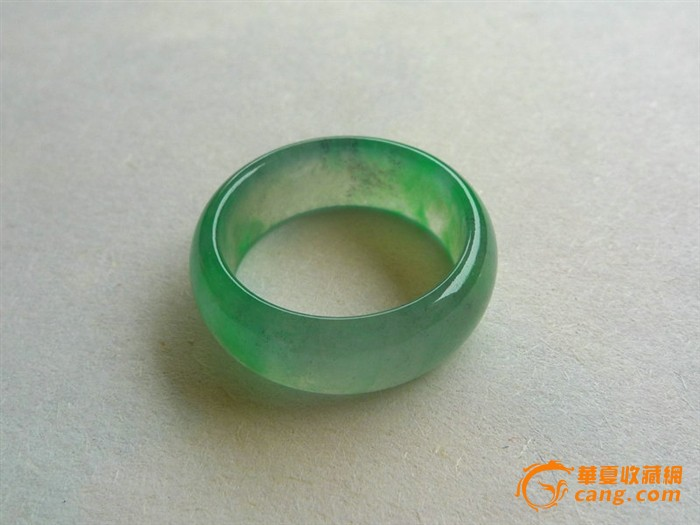 老坑玻璃种缅甸翡翠A货飘绿花戒指图1