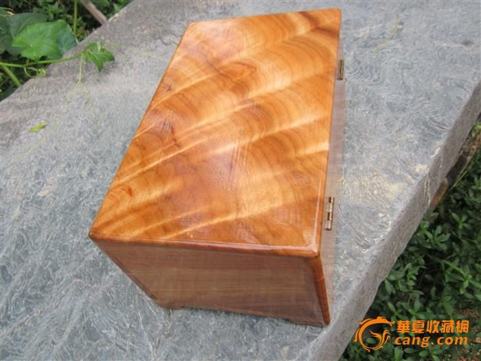 楠木纹理的香樟木盒子_楠木纹理的香樟木盒子