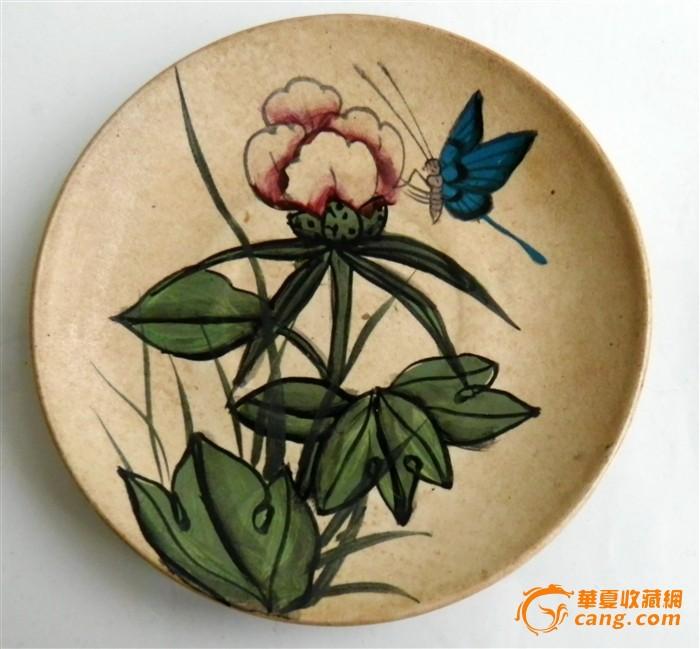 一对彩绘花蝶盘