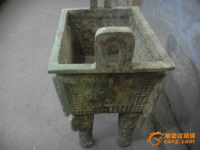 古代青铜鼎