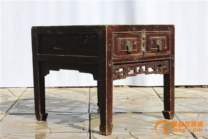 小桌子和四张椅子