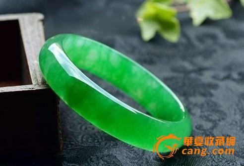 缅甸翡翠手镯翠绿色_缅甸翡翠手镯翠绿色价格
