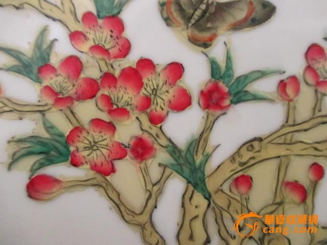 粉彩蝴蝶梅花纹盘