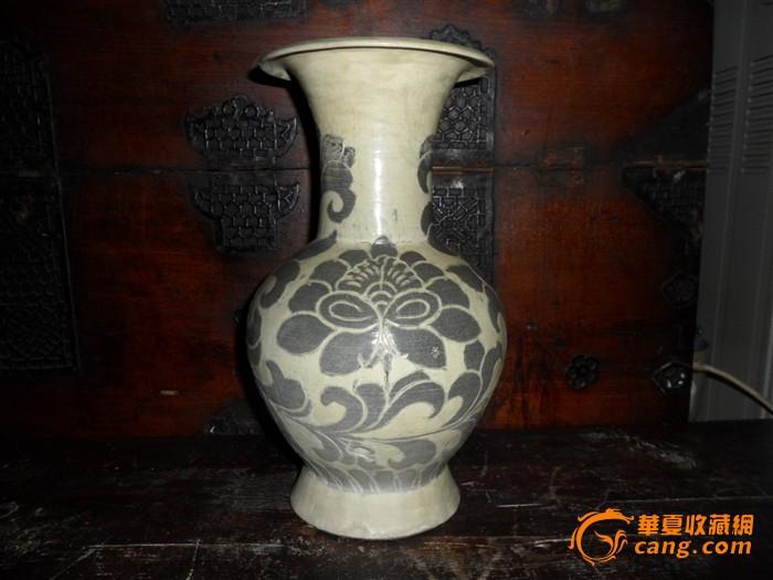 铁锈牡丹花纹黄青瓷瓶