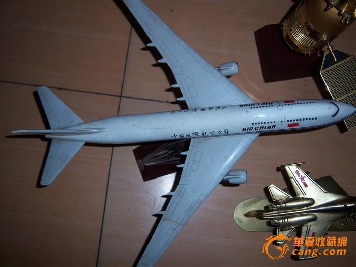 三个金属飞机飞船模型