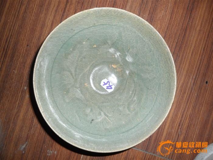 印刻花纹青瓷碗