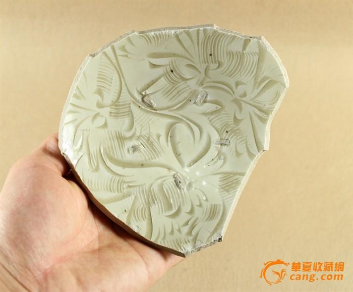 花纹繁密---北宋鹤壁窑白釉篦划牡丹纹大碗底---完整圈足
