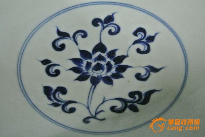 青花缠枝花卉纹碗