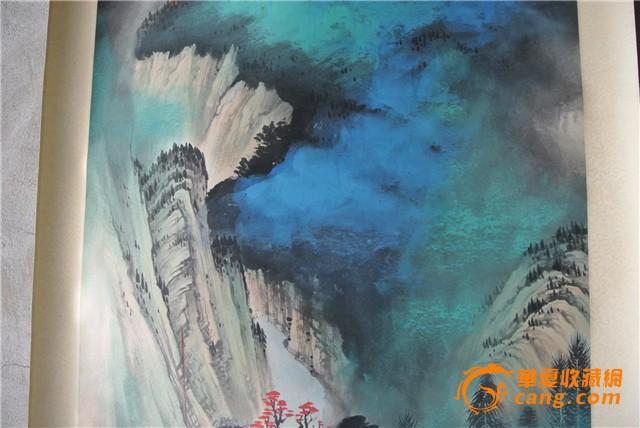 张大千泼彩山水画如其《万里长江图》,《庐山图》等,所泼的并不完全是
