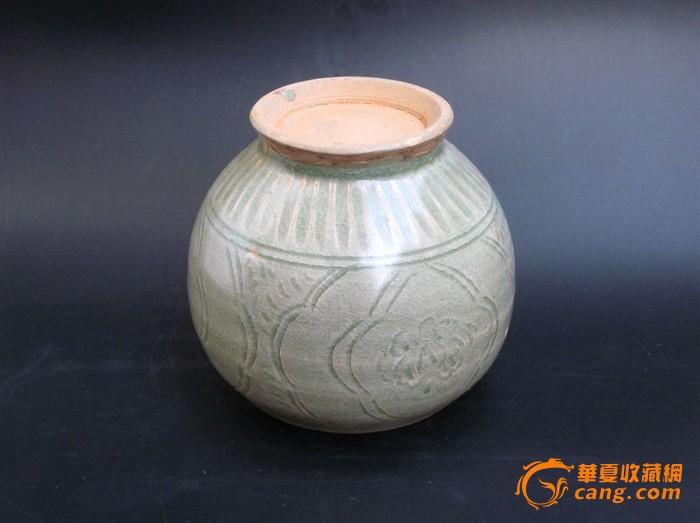 出土的宋代青瓷刻花纹罐