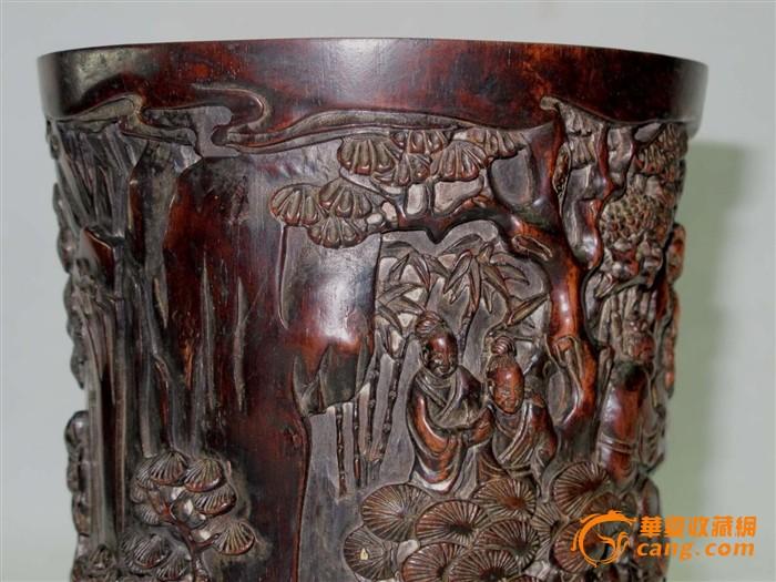 收来的老红木雕刻的人物,松树笔筒