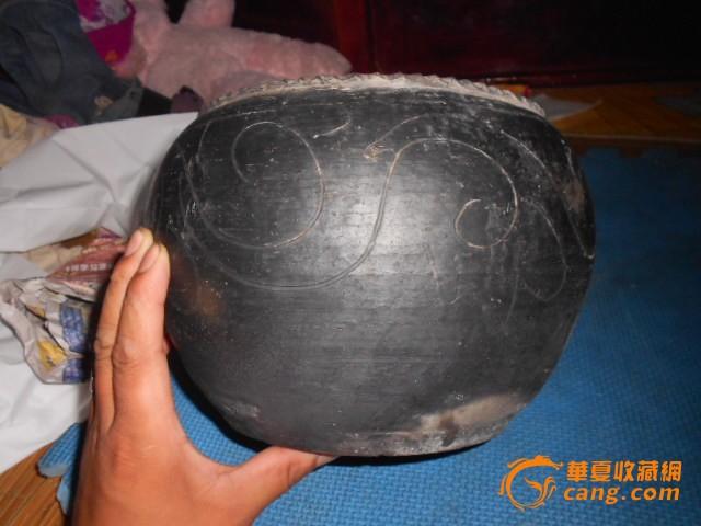 清代黑陶花纹卷缸