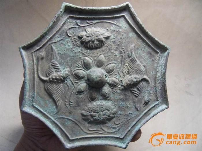 刚收的宋辽尖八角高浮雕花鸟镜