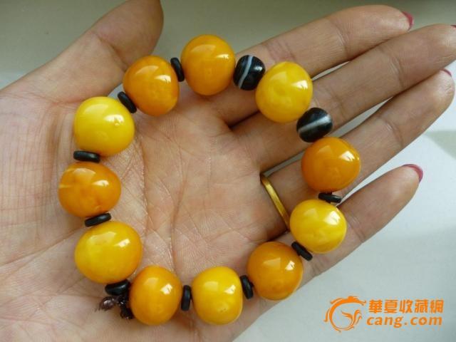 年龄: 50-80 形状: 其他形状 交易品介绍    老蜜蜡圆珠手串 珠子不是