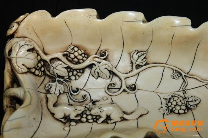 精美的xy雕刻的松树葡萄笔洗