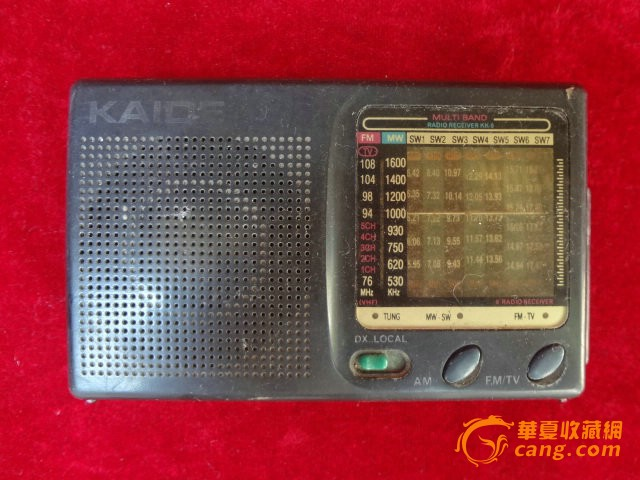 老收音机一只